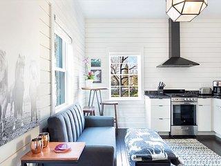 Modern Farmhouse Style, 1 Block from Forsyth Park by Lucky Savannah