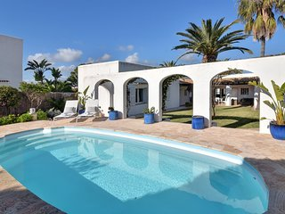 3 bedroom Villa with Air Con, WiFi and Walk to Beach & Shops - 5757018