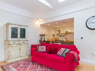 Delightful Cottage for 2 set within pretty garden