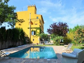 Les Cabanyes Villa Sleeps 12 with Pool and WiFi - 5000583