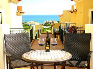 Belas Vistas 1,Beautiful 1 bed apartment (sleeps upto 4) stunning sea views