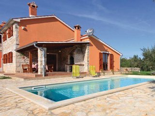 Traditional Istrian house with spacious garden and private pool