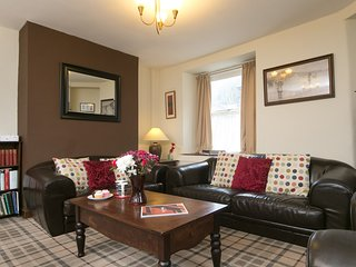 Awelon spacious cottage, log burner, private courtyard, restaurant, pubs near