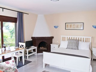 Casa Annabel Studio sleeps 2/4, walk to beach and all amenities, free UK TV/WIFI