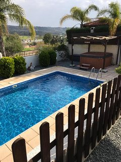 Beautiful 2 Bed Bungalow in heart of Coral Bay