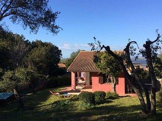 Villa al mare con grande giardino in parco archeologico