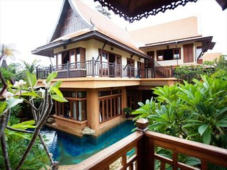 5 Star Private Poolville with Pool table 100 m from sea