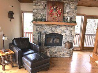 3 BR Beautiful Blowing Rock Timber Frame*Fabulous Long Range View*Pet friendly