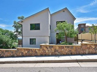 *NEW*AMAZING VIEWS! GREAT LOCATION, 2 BR, SLEEPS 8, CLOSE TO DOWNTOWN & OLD COLO