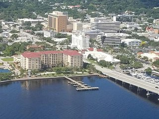 2/2 Bradenton Condo available for 30+ day rentals $2000 monthly