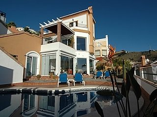 Nerja Villa Sleeps 6 with Pool and Air Con - 5000440