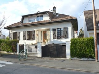 Gorgeous and large house near Paris and the RER