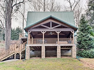 Cabin w/Game Room & Hot Tub Mins to Hendersonville