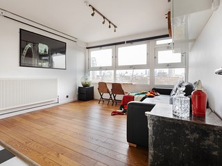Stylish 1-bed apt w/Skyline views, Central London