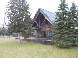 Drummond Island Resort - Pond Cottage 3 Bedroom