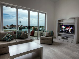 Spacious 2 BR condo in heart of Playa del Carmen magical town by Happy Address