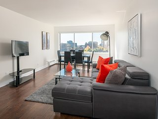 Luxury 1 Bedroom Apt in Heart of Downtown MTL - 06