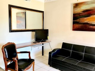 Wifi,2Bedrm condo,gated FREE PARKING,1-5 guests