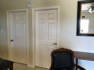 3 guests! Clean 1B1B nice kitchen Gated Free PARKING