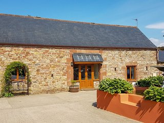 Tanglewood Barn - Newly-refurbished luxury barn conversion situated on a small f