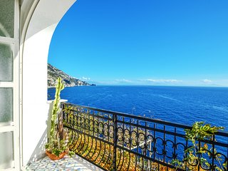 Casa Giosy with Sea View, Parking and Direct Sea Access