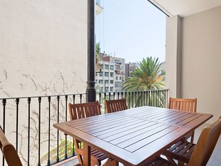 XI. Llimona apartment in Eixample Dreta with WiFi, air conditioning, private ter