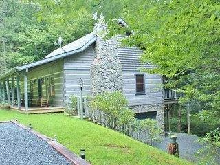 Creekside Living-Hot Tub, Pet Friendly, Creek side, WIFI, Wood Fireplace