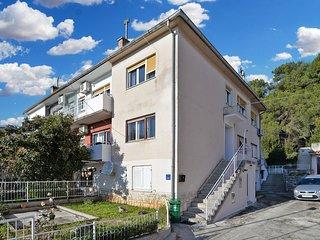 Apartment 21042