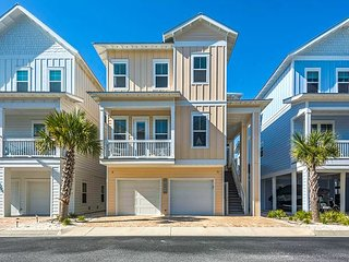 """ Bay Side Retreat"" 4 bedroom 4 1/2 bath home  community pool, hot tub"