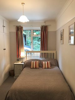 Bedroom with 4' double bed