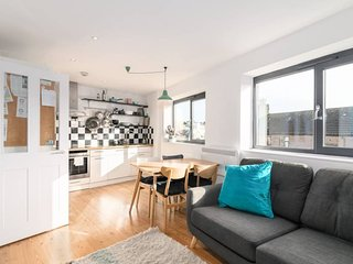 Bright and Homely 2 Bedroom Flat