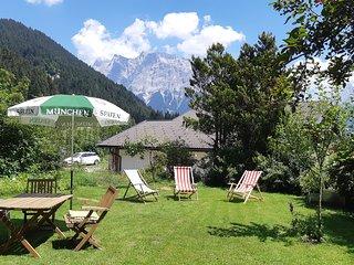 Ferienwohnung mit traumhaften Blick auf die Tiroler Bergwelt mit der Zugspitze