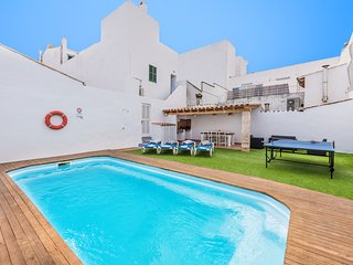 TOWNHOUSE WITH PRIVATE POOL LOCATED IN TOWN CENTRE AND WALKING DISTANCE TO BEACH