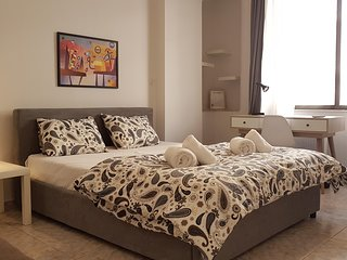 Palette Apartment (Chocolate) - Athens Center, 6 BD, 3 BATH