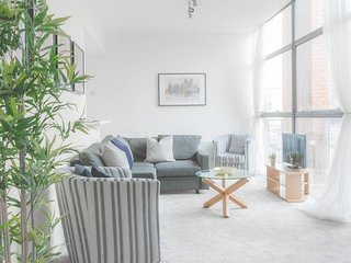 Spacious Modern 2 Bed Loft - Walk Everywhere!