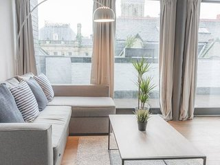 L1 Apt. w/ Huge Private Roof Terrace & Cool Decor!