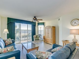 Great Oceanfront Condo - Recently Re-Furbished!!! Great Pool Amenities!!!