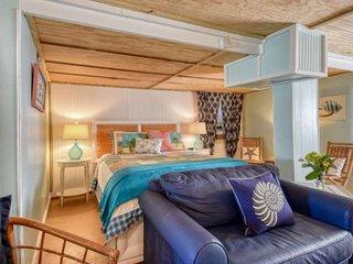 Seaside Studio at Vilano - Cozy Hideaway in vintage cottage steps from beach, Fr