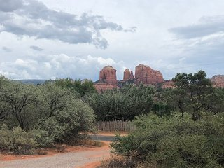 Cimmaron House - 3 bd, 2 ba, sleeps 8. Stunning Sedona 360* Red Rock views!