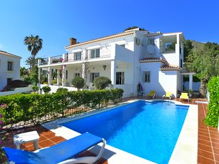 Villa Gito-Private pool-Beautiful Gardens-Sea View-wifi-A/C - R826
