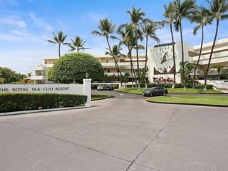 Royal Sea Cliff Resort in Kona, close to IRONMAN event, condos large & beautiful