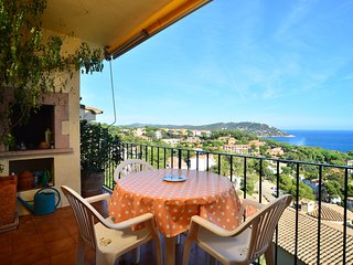 Calella de Palafrugell Apartment Sleeps 4 with Pool - 5247010