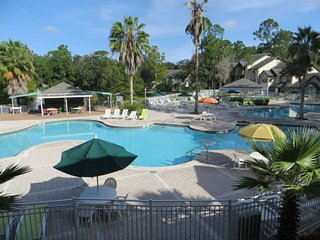 Ultimate Orlando Getaway! Comfy 2BR/2BA Villa, 3 Pools, Shuttle, Parking, Tennis