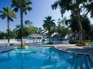GREAT FIND, 3 x 2BR VILLAS for 24! POOL, HOT-TUB, TENNIS, GRILL, PARKING