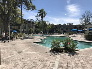 CLOSE TO PARKS, 2 x 2BR VILLAS! POOL, HOT-TUB, PARKING, TENNIS, BBQ 1
