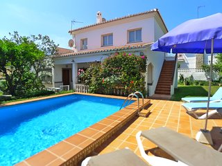 Villa Angela-Town centre-private pool-Garden-close to beach-wifi-A/C-R1173