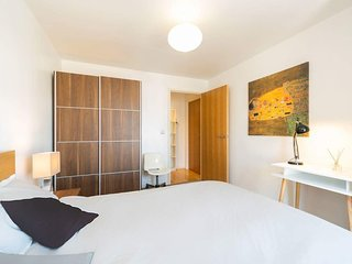 Modern two bedroom two bathroom apartment close to London Bridge