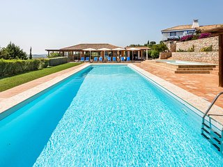 4 bedroom Villa with Pool, Air Con and WiFi - 5693952