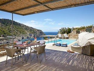 Asos Villa Sleeps 4 with Pool and Air Con