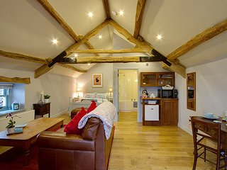 The Hayloft - Stunning Studio Barn Conversion For 2, west Cumbrian coast